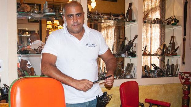 Gilberto 'Papito' Valladares, barbero. (EFE)