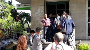 Afueras de una sucursal del Banco Metropolitano ubicado en 23 y J en el Vedado, La Habana. (14ymedio)