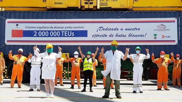 Celebración en la terminal de contenedores de la Zona Especial de Desarrollo de Mariel por el manejo de un total de dos millones de TEUS desde la creación del enclave. (ZEDM)