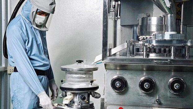 En Cuba hay 21 centros de investigación y 32 empresas que emplean a 20.000 trabajadores en BioCubaFarma. (EFE)