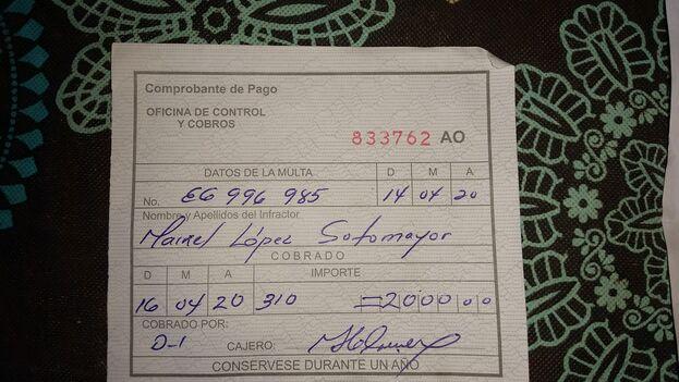 El carretillero Maikel Lopez fue sancionado por vender productos prohibidos a carretilleros con una multa de 2.000 pesos, cifra equivalente al salario medio del país durante tres meses. (Ricardo Fernández)