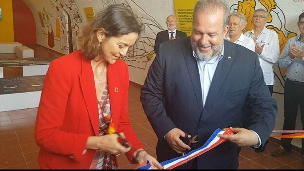 Manuel Marrero, ministro de Turismo cubano, inaugura la Feria del sector con su homóloga de España, país invitado este 2019. (@mincoturgob)