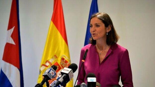 Reyes Maroto, ministra de Industria, Comercio y Turismo de España, en una rueda de prensa este lunes en La Habana. (EFE)
