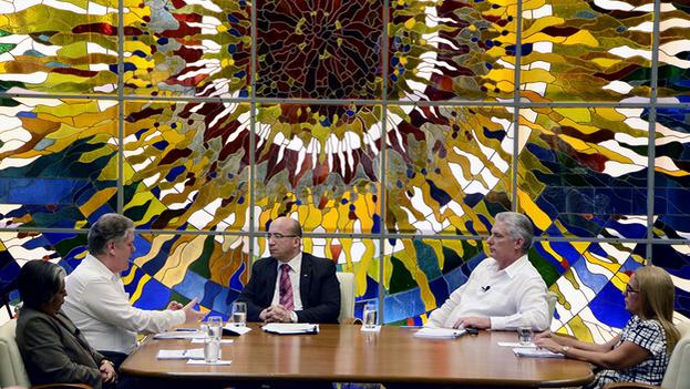 Miguel Díaz-Canel y Alejandro Gil participaron este martes en la Mesa Redonda para hablar de los nuevos salarios. (@R_Malmierca)