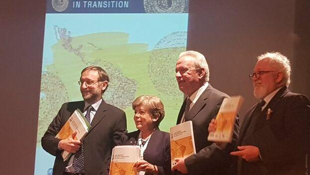 Alicia Bárcena, Mario Pezzini, Pablo Sanguinetti y Neven Mimica presentan el documento 'Perspectiva Económica Latinoamericana 2019: desarrollo en transición'. (cepal_onu)