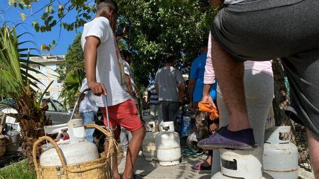 De los actuales 110 pesos que cuesta el cilindro de gas de unos 10 kilogramos en su venta liberada, el precio se disparará a 213 con las nuevas tarifas. (14ymedio)