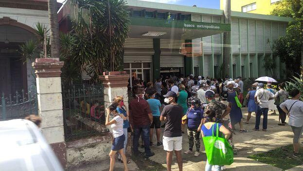 """Los que opten por los certificados en divisas no podrán hacer transacciones con estas monedas, """"debido a la situación de liquidez del país"""", según explicó la presidenta del Banco Central de Cuba. (14ymedio)"""