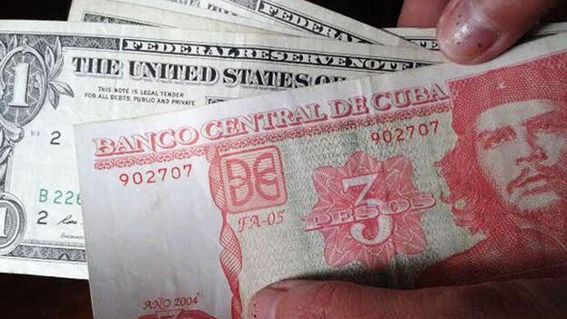 El dólar ha circulado en la Isla incluso cuando su tenencia estaba fuertemente penalizada. (Red21)
