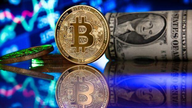 Algunas naciones, como El Salvador, pretenden abrir una puerta al bitcoin y a otras criptomonedas. (EFE)