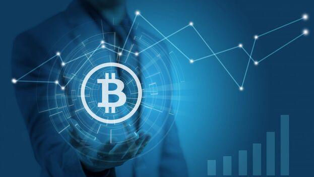 La recomendación es que siempre estudies acerca del Bitcoin antes de hacer tu primera inversión, así entenderás realmente cómo funciona este mercado tan interesante