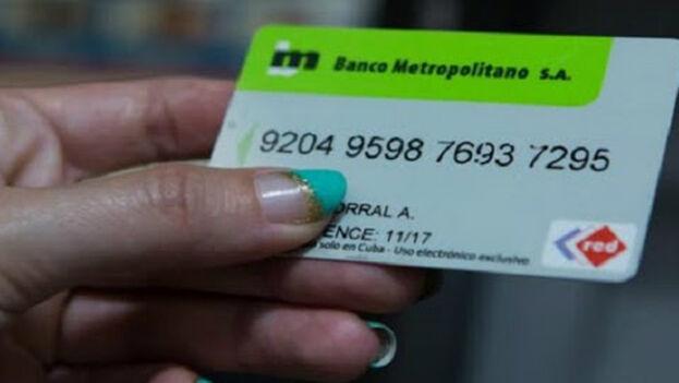 El pago con tarjeta puede ser a veces una tarea a la que dedicar horas en Cuba. (Cubatel)
