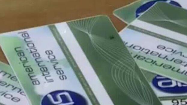 """La emisión de tarjetas había sido suspendida a mediados de agosto por Fincimex, que atribuyó la medida temporal al """"alza de la demanda"""". (EFE)"""