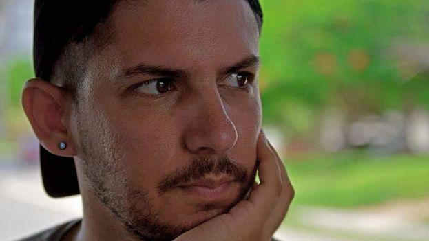 Carlos Alejandro Rodríguez Martínez se graduó en 2015 de la universidad Marta Abreu de Santa Clara y pasó a trabajar en el periódico Vanguardia (Yariel Valdés González)