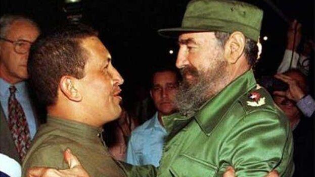 Hugo Chávez con Fidel Castro en La Habana, en 1994. (Prensa Latina)