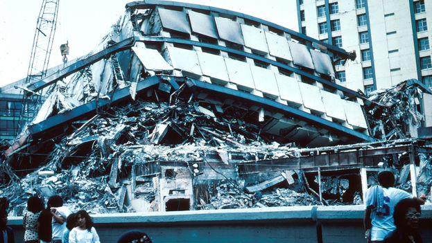 Edificio derrumbado del complejo Pino Suárez, en el centro de la Ciudad de México, el 19 de septiembre de 1985. (CC)