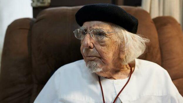 Ernesto Cardenal fue apartado del sacerdocio por Juan Pablo II en 1984 junto a otros sacerdotes sandinistas. En 2007 se convirtió en férreo crítico de Ortega. (DW)