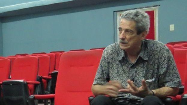 El cineasta Fernando Pérez durante la entrevista con Henry Constantin. (14ymedio)