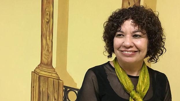 Ileana Álvarez, escritora, ensayista y directora de la revista 'Alas Tensas', en la Feria del Libro. (14ymedio)