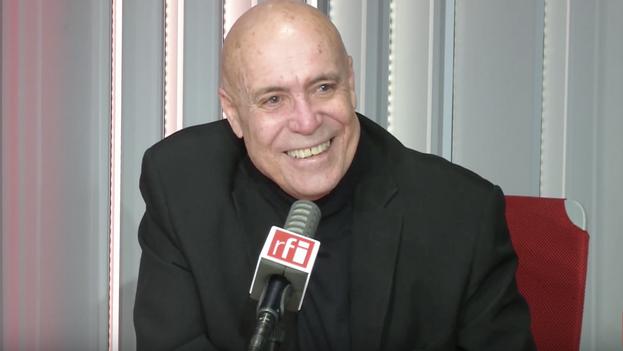 El escritor y actor Jorge Luis Camacho, durante una entrevista concedida el pasado mayo a Radio Francia Internacional. (Captura)