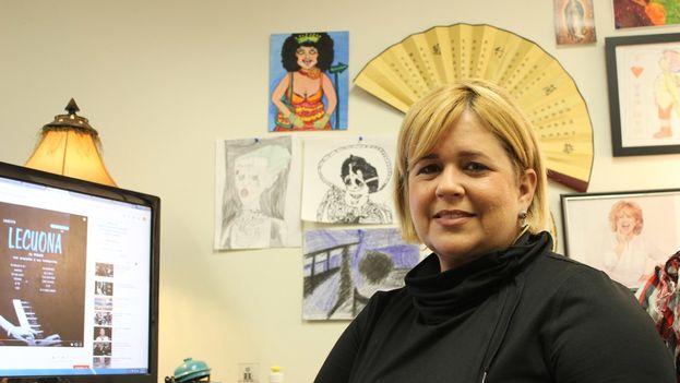 La actriz Judith González conversa con '14ymedio' desde su estudio en 'Radio Martí'. (14ymedio)