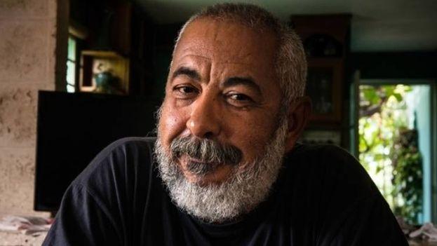 Leonardo Padura vive Vivo en la casa en la que nació, que construyó su padre, en el barrio de la Mantilla de La Habana, el mismo barrio en el que vivió su abuelo y su bisabuelo. (EFE)