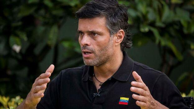 Leopoldo López en una entrevista concedida este jueves en la embajada española en Caracas. (Miguel Gutiérrez/ EFE)