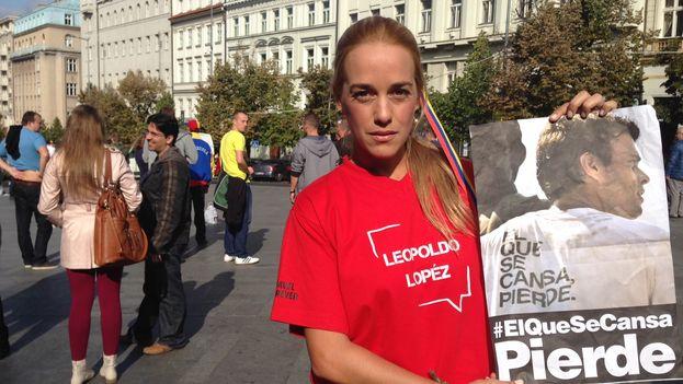 Lilian Tintori, mientras participaba en el Forum 2000 en Praga junto a otros activistas