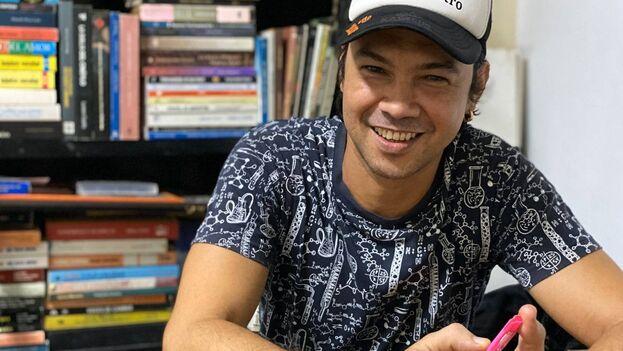 El artista Yunior García fue uno de los protagonistas de la protesta de intelectuales frente al Ministerio de Cultura el pasado 27 de noviembre y fue cargado con violencia en un camión de la Seguridad del Estado en la jornada histórica del 11J. (14ymedio)