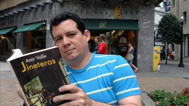 El escritor Amir Valle. (Foto EFE/Archivo)