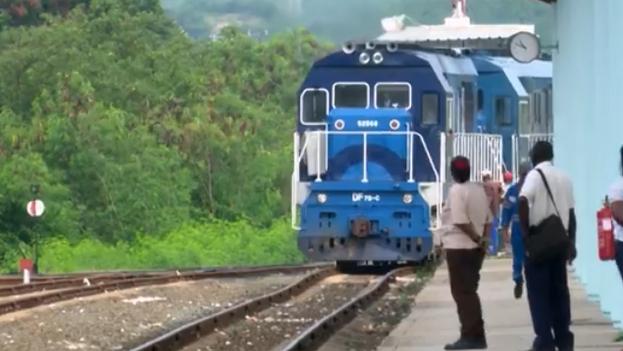 Luego el ferrocarril en Cuba terminó por despeñarse, la locomotora de nuestras vidas se quedó estática. (Archivo/TV)