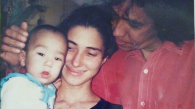"""""""El 11 de agosto de 1995 finalmente te tuve entre mis brazos y te olí largamente"""". (Cortesía de la familia)"""