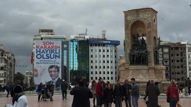 El partido AKP controla gran parte de la política en Turquía. (Twitter/@mikelayestaran)