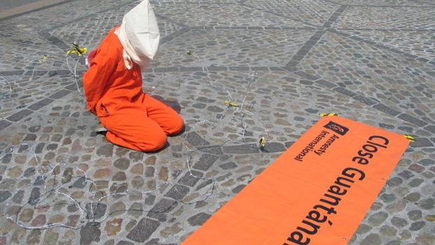 Acción de protesta para reclamar el cierre de Guantánamo. (Amnesty International)