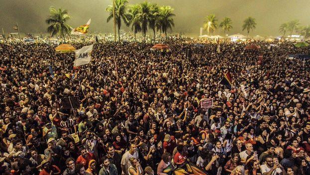 Acompañados de decenas de artistas e intelectuales, los manifestantes también exigieron la celebración de elecciones directas. (@ptbrasil)