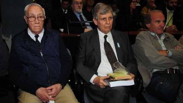 En primera fila del banquillo, Acosta, Astiz y Arru, condenados a perpetua por sus crímenes contra la humanidad. (EFE)