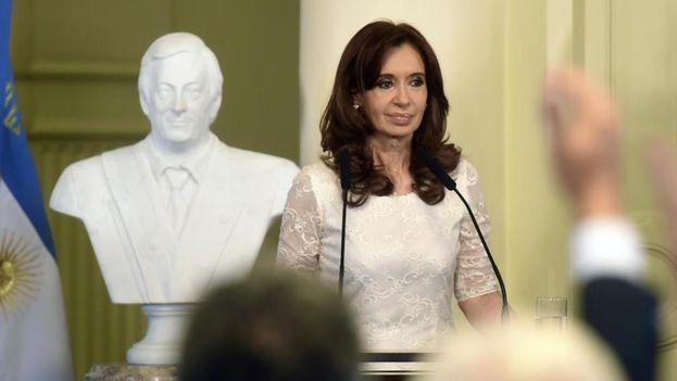 Actualmente Cristina Fernández de Kirchner forma parte del mismo senado que ha autorizado por unanimidad registrar sus domicilios. (EFE)