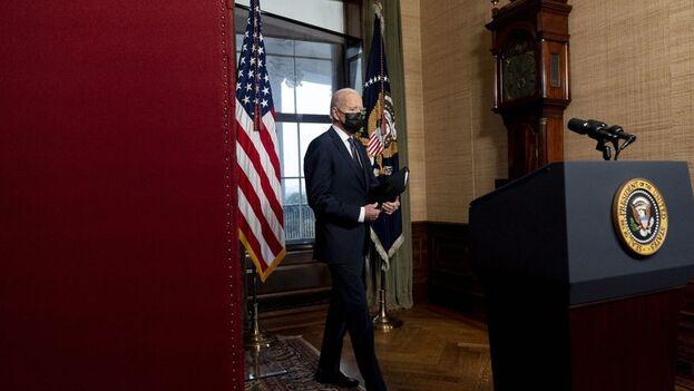 También se espera que la Administración Biden emita una orden ejecutiva que prohíba a las instituciones financieras estadounidenses comprar bonos en rublos a partir de junio de 2021. (EFE)