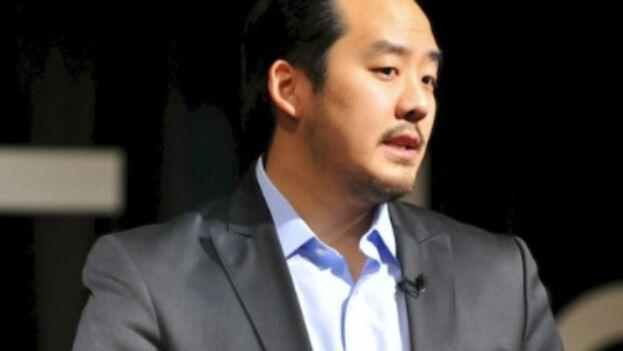 Adrian Hong Chang, un mexicano residente en los Estados Unidos, que también emplea como identidades falsas la de Mattheu Chao y Oswaldo Trump, es el presunto líder de la trama.
