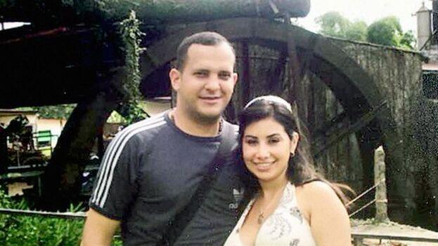 Adrián José Velásquez Figueroa junto a su esposa, extesorera del Gobierno venezolano y antigua enfermera de Chávez. (Efecto Cocuyo)