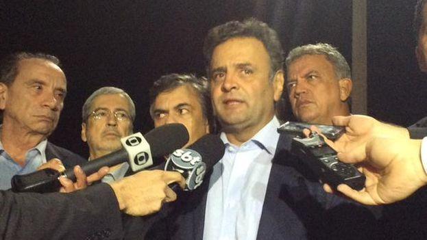 Aécio Neves habla con la prensa a su llegada a Brasil desde Venezuela y tras el bloqueo allí sufrido. (@AecioNeves)
