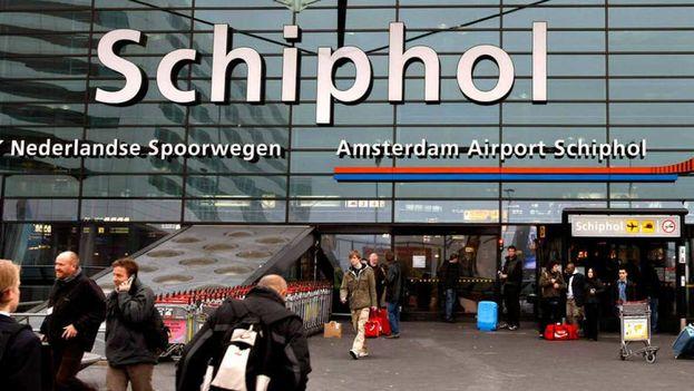 El Aeropuerto de Amsterdam-Schiphol ha experimentado recientemente un repunte de viajeros procedentes de Cuba. (EFE)