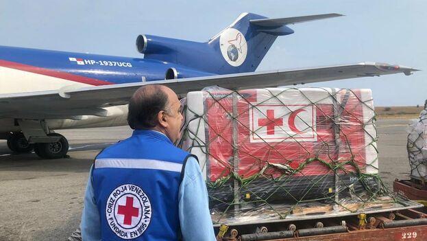 La ayuda humanitaria llego al Aeropuerto Internacional de Maiquetía, cercano a Caracas. @cheohernandez99