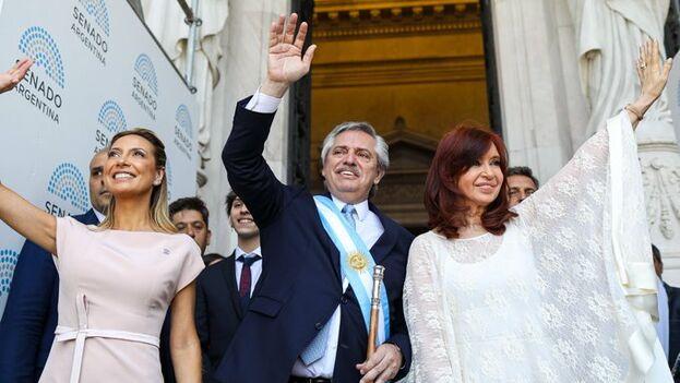 Alberto Fernández, que sucede en el cargo a Mauricio Macri, deberá afrontar un complicado escenario económico marcado por la elevada deuda pública. (@alferdez)