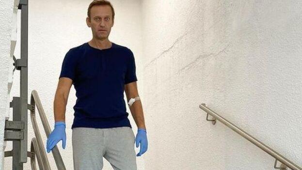 El líder de la oposición rusa Alekséi Navalny, días después de que un hospital de Berlín dijera que le habían retirado el ventilador del que había precisado. (Instagram/Navalny)