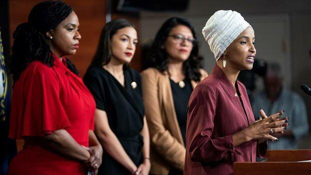 Las congresistas Ayanna Pressley, Alexandria Ocasio-Cortez, Rashida Tlaib e Ilhan Omar hablan sobre las polémicas palabras de Trump que las insta a irse de EE UU. (EFE/EPA/Jim Lo Scalzo)