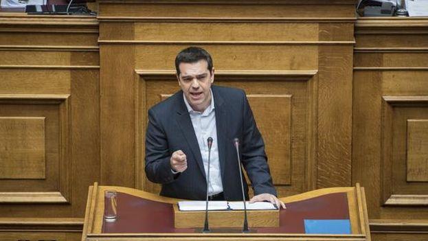 Alexis Tsipras habla en el Parlamento griego el pasado julio para explicar el acuerdo para el tercer rescate. (@tsipras_eu)