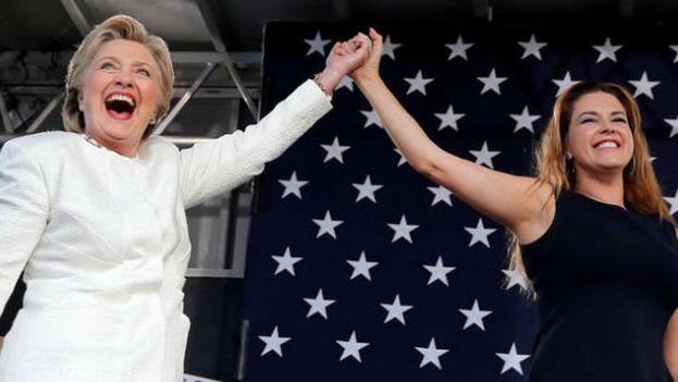 Alicia Machado junto a Hillary Clinton este martes en un mitin en Florida. (@machadooficial)