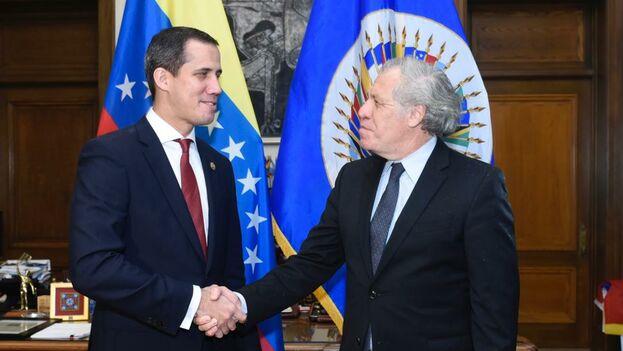 Luis Almagro se reunió con Juan Guaidó, que saludó a su salida de la OEA a un grupo de venezolanos reunidos en Washington. (@Almagro_OEA2015)