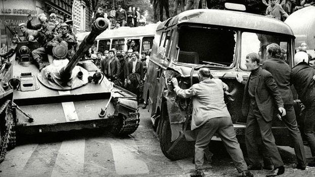 Alrededor de 750.000 soldados y 6.000 tanques se encargaron de reprimir el levantamiento popular en Checoslovaqua. (Archivo)