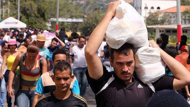 Alrededor de 2,3 millones de venezolanos han huido del país como consecuencia de la crisis. (EFE)